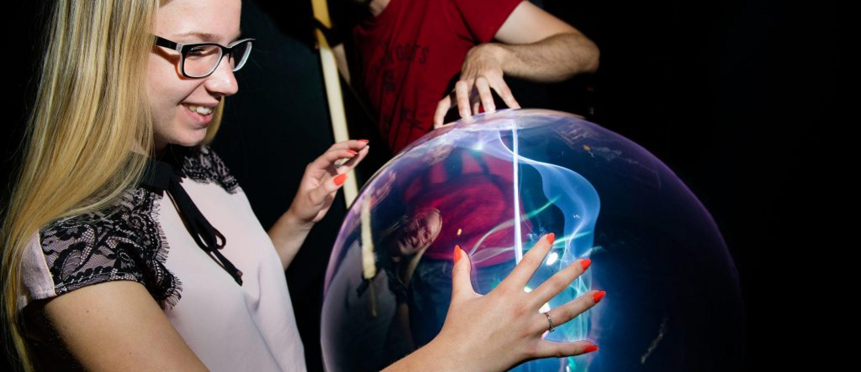 plasma displays Large-scale Plasma Globes